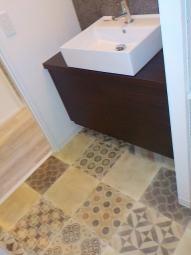 洗面・トイレの床はアンティ-ク風