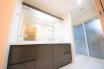 パウダールーム写真 2ボウルタイプ パウダールーム横には簡易ですが洗濯物を干せるスペースがございます。