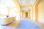 ゲスト用の待合スペースが設けられたエントランスロビー部分